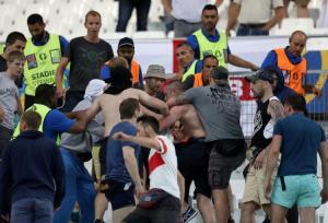 als er even vaak over rellen als over voetbal wordt gesproken is er iets grondig mis